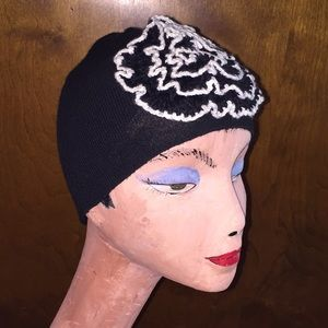 H&M Sz OS blk/wht knit cap w floral accent